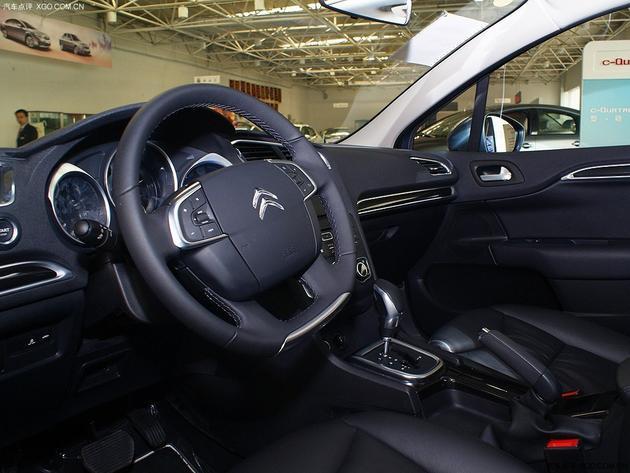 △ 话说这个年代,没有多功能方向盘的车还真的不多.